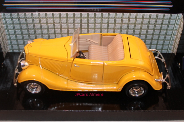 Ford 1934 Convertible   Geel
